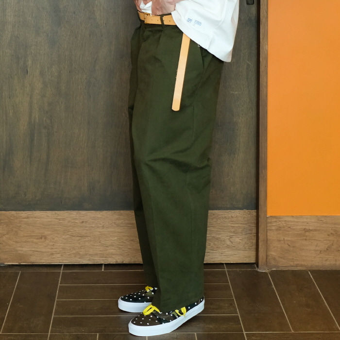 데일리인 Daily inn RECEPTION  PANTS (WIDE TAPERED)_MILITARY (HIGH DENSITY CN 1/2 TWILL)