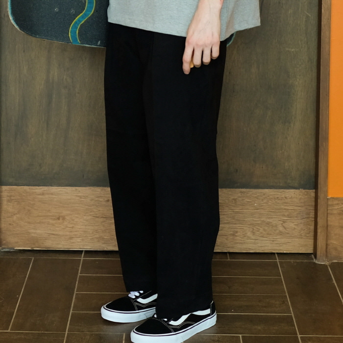데일리인 Daily inn RECEPTION PANTS (WIDE TAPERED)_BLACK (HIGH DENSITY CN 1/2 TWILL)