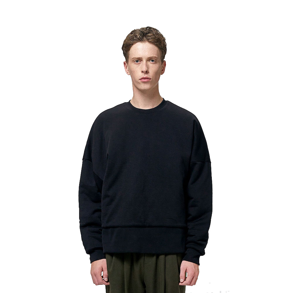 에이카화이트 REVERSIBLE QUILTED SWEATSHIRT_Black