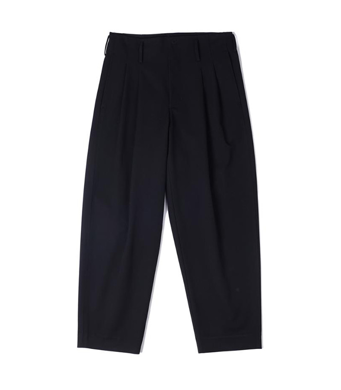 오파츠 Two pleats carrot-fit pants (Black)