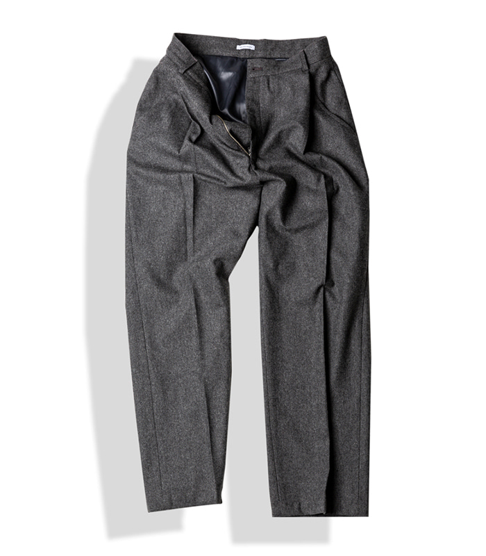 아티튜드 SLANTED-PLEAT WOOL TROUSERS (W.Grey)