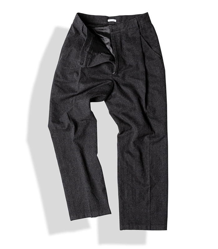 아티튜드 SLANTED-PLEAT WOOL TROUSERS (F.Charcoal)